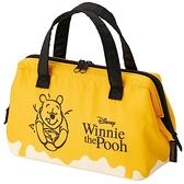 小禮堂 迪士尼 小熊維尼 尼龍保冷便當袋 手提袋 保冷袋 野餐袋 硬式支架 (黃 蜂蜜罐) 4973307-48040