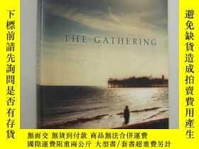 二手書博民逛書店The罕見Gathering 《團聚》(Winner of th