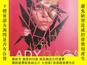 二手書博民逛書店LADYGAGA罕見- CRITICAL MASS FASHIO