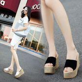 夏季新款韓版女士拖鞋防水台厚底楔形涼拖厚底高跟鬆糕底一字拖鞋 薔薇時尚