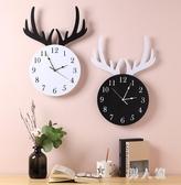 北歐鐘表掛鐘客廳創意時尚家用鐘表免打孔現代簡約鐘鹿頭掛墻時鐘LXY7823『男人範』