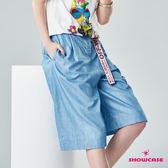 【SHOWCASE】休閒款活褶淺色修身牛仔七分寬褲(藍色)
