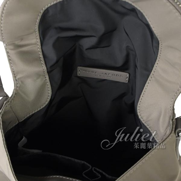 【新進品牌 獨家價】MARC JACOBS 馬克賈伯 品牌LOGO尼龍翻蓋斜背包.灰