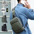 ●小二布屋BOY2【NQA5158】。 ●質感潮流,USB充電胸包。 ●2色 現+預。