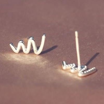 925純銀耳環(耳針式)-迷你光面波浪生日情人節禮物女飾品73dr69[時尚巴黎]