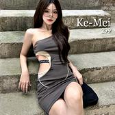 克妹Ke-Mei【AT69235】歐美暗黑INS腰字母繃帶摟空性感斜肩洋裝