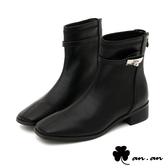 短靴 獨特造型飾釦方頭低跟短靴(黑)* an.an【18-C336-2bk】【現+預】