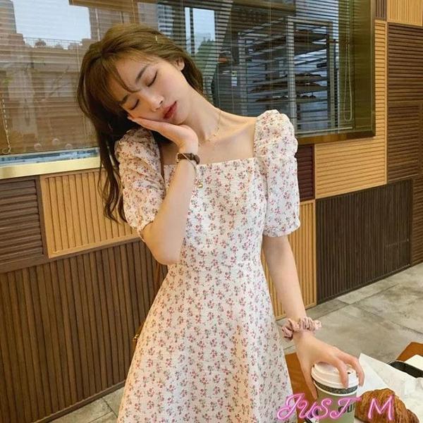 泡泡袖洋裝赫本風裙子夏季2021新款法式復古氣質碎花溫柔風方領顯瘦連身裙女 JUST M