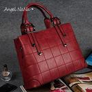 側背包。AngelNaNa 韓版 縫線 簡約格子  女手提包(SBA0170)