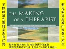 二手書博民逛書店The罕見Making Of A Therapist: A Pr