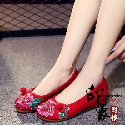 布鞋女坡跟繡花鞋日常媽媽內增高中國風單鞋民族風休閒女鞋【印象閣樓】