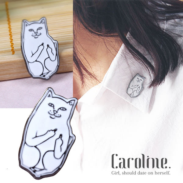 《Caroline》★ 造型時尚日韓穿搭必備叛逆中指貓設計感十足甜美彩色小動物卡通別針領針69541