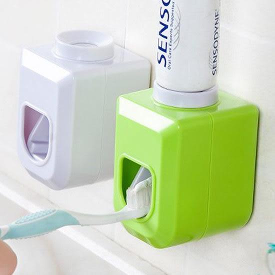 ◄ 生活家精品 ►【R79】黏貼式自動擠牙膏器 洗漱 衛浴 手動 創意 節約 居家 刷牙 定量 環保