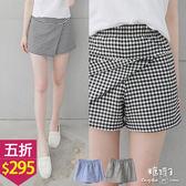 【五折價$295】糖罐子韓品‧縮腰口袋斜接布格紋褲裙→預購【KK5937】