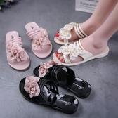 一件8折免運 新款正韓時尚甜美果凍水晶塑料PVC女網紅花朵防臭平底沙灘涼拖鞋