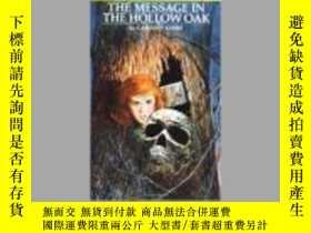 二手書博民逛書店The罕見Message in the Hollow Oak (Nancy Drew, Book 12)【館藏書】