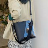 大容量包包女包新款2020夏季百搭斜挎包時尚寬肩帶單肩透明水桶包