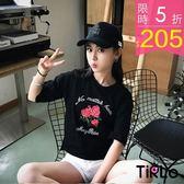 T袖-Tirlo-短版玫瑰英字草寫刺繡短袖T-兩色