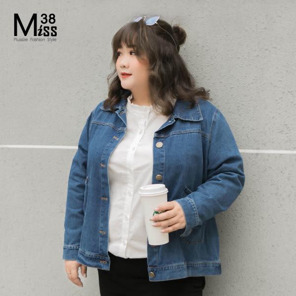 Miss38-(現貨)【A12177】大尺碼牛仔外套 背面特色交叉綁帶 經典牛仔藍色 寬鬆休閒- 中大尺碼女裝
