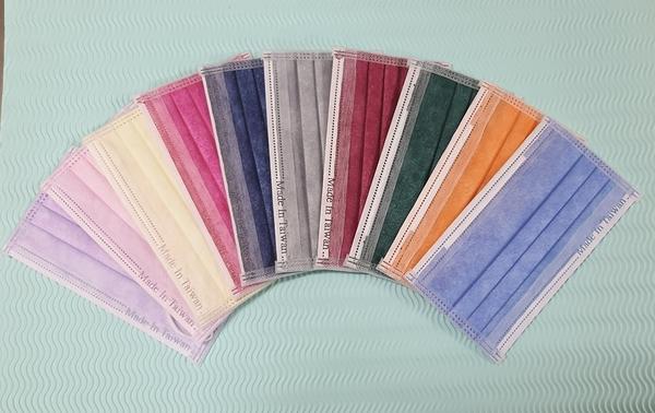 滿額送5片~雨晴牌-三層熔噴不織布口罩 @成人-彩色10色@TTRI檢驗細菌過濾 99% 台灣製造 一盒50片