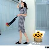《DA7514-》棉麻手感V領直條紋鬆緊喇叭袖洋裝 OB嚴選