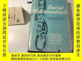 二手書博民逛書店英文原版:Social罕見Relationships 社會關係Y