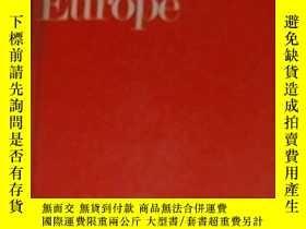 二手書博民逛書店英文原版罕見The EEC and Eastern Europe