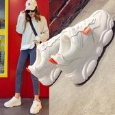 新款小熊鞋女學生休閒韓版潮時尚小白鞋中跟鬆糕底運動鞋 扣子小鋪