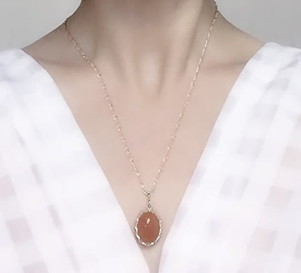 [協貿國際]天然紅東陵玉鑲嵌橢圓形吊墜鍍24K金鍊單條價