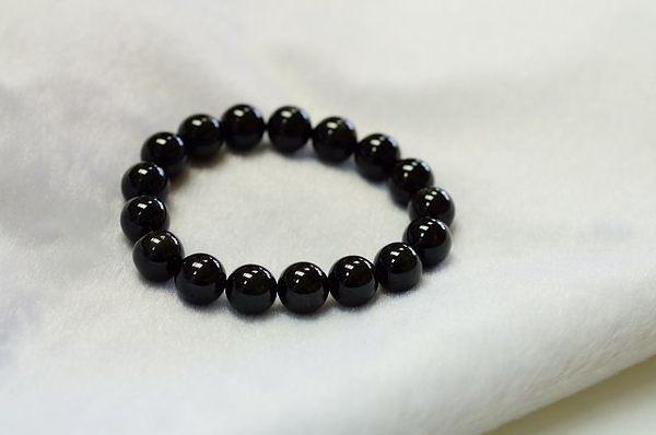 黑星石是黑色水晶中的極品,除了可辟邪擋煞外,去除雜念,是成功的關鍵石。N286