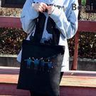 帆布包 可愛塗鴉側背帆布包-舞動凡間【bts88】黑色