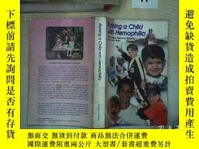 二手書博民逛書店Raising罕見a Child with Hemophilia