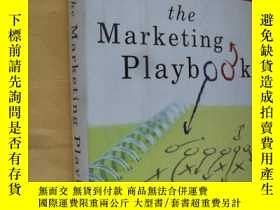 二手書博民逛書店英文原版The罕見Marketing Playbook:Five Battle-Tested Plays for
