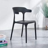 餐椅 北歐塑膠靠背椅牛角椅餐椅現代簡約家用凳子餐廳創意懶人書桌椅子T  9色