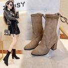 中筒靴 馬丁靴女冬季新款襪靴中筒粗跟高跟瘦腿英倫風 歐亞時尚