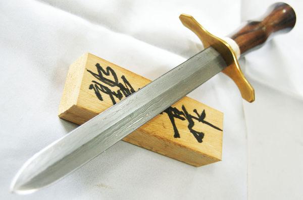 郭常喜與興達刀鋪-藝術短劍-未開鋒(A0292)銅護手+鹿角+黑檀木柄