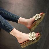 拖鞋 平底拖鞋女夏甜美花朵鬆糕一字拖厚底中跟涼拖潮時尚外穿 蒂小屋服飾