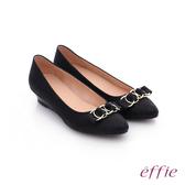 effie 都會舒適 絨面壓紋環環相扣低跟鞋  黑