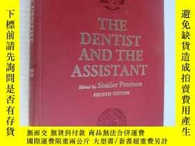 二手書博民逛書店THE罕見DENTIST AND THE ASSISTANT 布