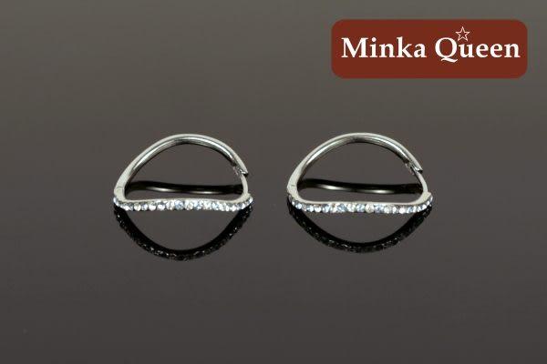德國鈦鋼 單排鑽曲線造型 精緻水鑽抗敏易扣耳環(一對)(24 mm)
