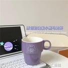 韓國ins原創定制奶油紫禮帽小熊可愛英文字母陶瓷杯馬克杯早餐杯 3C優購
