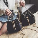 水桶包 新款時尚女包chic?條抽帶水桶包百搭單肩斜挎包迷你小包包『小宅妮時尚』