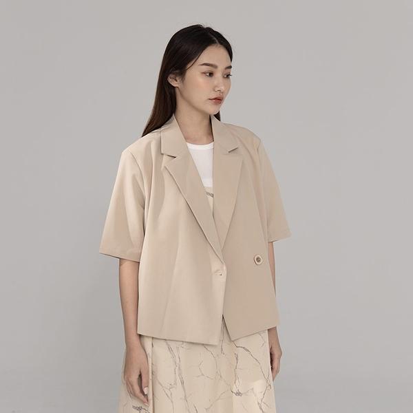 Queen Shop【02030398】質感方釦短版西裝外套 兩色售*現+預*