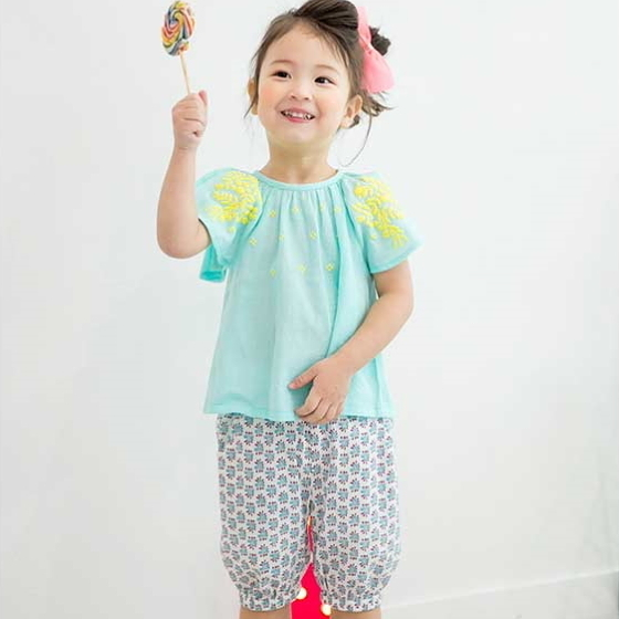 套裝 韓國 Bebezoo 蘋果綠刺繡短袖上衣+藍灰碎花短褲 套裝2件組 BE17-SET210