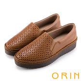 ORIN 引出度假氣氛 牛皮打洞花紋簍空平底便鞋-棕色