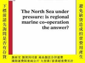二手書博民逛書店The罕見North Sea Under Pressure: Is Regional Marine Co-oper