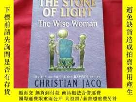 二手書博民逛書店The罕見Stone of Light:The Wise Wom
