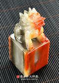 頂級三彩漢玉精雕麒麟廟章《半手工噴砂》1.6吋,高約12.4公分,單章。傳家手工印章