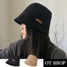 OT SHOP[現貨]帽子 漁夫帽 盆帽 遮陽帽 女款 棉質 素色 英文字母 皮標 百搭 日系文青 黑/卡其 C2211