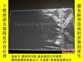 二手書博民逛書店Van罕見Cleef & Arpels(一套兩本) 未開封Y18